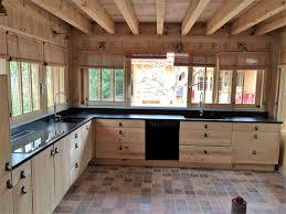 cuisine bois plan de travail noir cuisine quartz gris