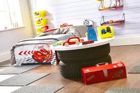 chambre enfant cars chambre chambre cars un lit cars pour votre enfant mon coffre un