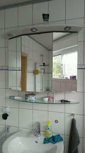 badezimmer spiegelschrank dreitürig glasboden