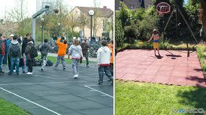 terrain de basket exterieur les dalles antichoc pour une aire de jeux revêtement de sol