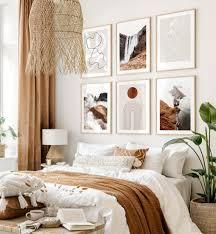 stylische erdfarbende bilderwand line poster grafikbilder schlafzimmer beige