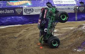 100 Monster Truck Grave Digger Videos Watch This Fiveton Monster Truck Pull Off An Impossible