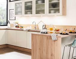 häcker küche in holzoptik mit weißen fronten meda gute küchen