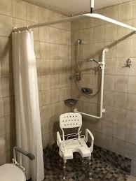 senioren gerecht dusche stuhl duschvorhang hewi haltegriffe