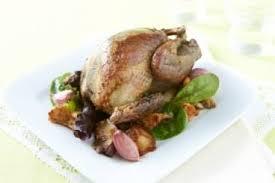 cuisine pigeon recette de pigeon rôti à l ail fricassée de chignons facile et