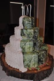 Camo Cake Half Bridal Grooms Be Super Cute If