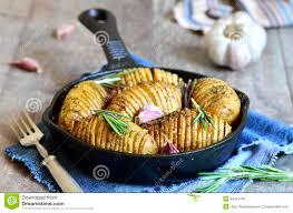 pomme de terre en robe de chambre au four pommes de terre en robe de chambre cuites au four avec l ail et le