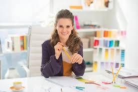 bureau de styliste souriant styliste au bureau photographie citalliance 44687351