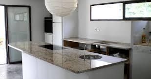 plaque granit cuisine 04 ilot granit shivakashi plaque cuisson a fleur marbre et