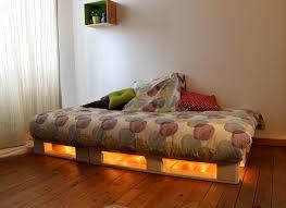 fabrication canapé palette bois un cadre de lit à base de palettes mademoiselle je sais tout