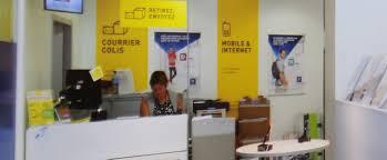 les bureaux de poste la poste veut devenir le compagnon numérique préféré des français