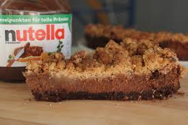 nutella schokoladenkäsekuchen mit haselnüssen und streuseln