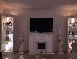 medusa wohnwand säulenvitrinen kamin griechisch barock regal