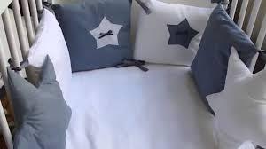 comment mettre un tour de lit bebe tour de lit bébé etoiles tour de lit tour de lit bébé tour