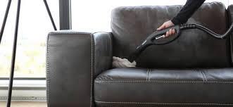 comment nettoyer canapé comment nettoyer un canapé en cuir que faire pour nettoyer
