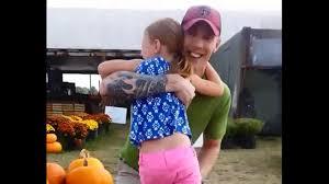 Pumpkin Patch Santa Clarita by Fort Bragg Soldier Surprises Daughter At Pumpkin Patch Abc7 Com