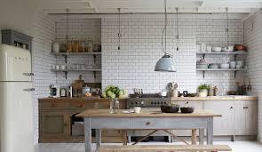 table de cuisine ancienne en bois déco cuisine cagne 12 idées au top côté maison