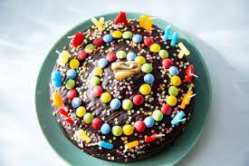 der hit auf jedem kindergeburtstag regenbogenkuchen mit