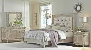 miroir dans chambre à coucher miroir baroque dans une chambre à coucher tête de lit capitonnée