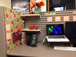Cubicle Decoration Ideas In Office by Your Cubicle Doesn U0027t Have To Be Ugly Cubicle Ideas Cubicle