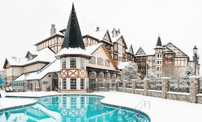 Christmas Tree Inn Spa Nh by Inn At Christmas Place A Year Round Christmas Hotel Simplemost