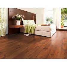 obi laminátová podlaha comfort pínia mokka štruktúra ého dreva