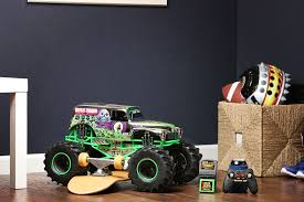 New Bright RC Monster Jam 1:8 Scale 4x4 Radio Control Truck - Grave ...