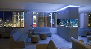 aquarium dans le mur la décoration avec un meuble aquarium archzine fr