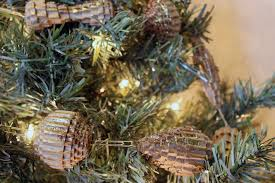 Pine Cone Christmas Tree Tutorial by Christmas Tree Gusto U0026 Grace