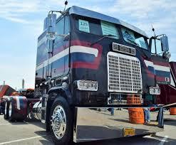 The 'Service & Sacrifice' 1988 Freightliner FLT86 Veterans Tribute ...