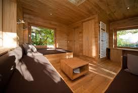 natürliches wohnzimmer im baumhaus baumhaus holzve