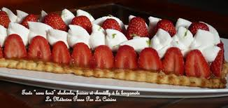 tarte aux fraises pate feuilletee tarte sans bord à la rhubarbe et aux fraises chantilly