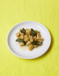 sauge cuisine recettes gnocchis au beurre de sauge pour 4 personnes recettes à table