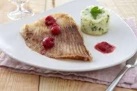 cuisiner une raie recette de aile de raie rôtie vinaigrette aux framboises et