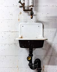 wohin mit dem alten waschbecken so entsorgen sie es richtig