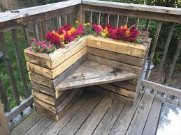 DIY Rustic Pallet Corner Planter Bench