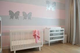wandgestaltung babyzimmer grau rosa streifenmuster