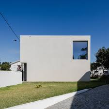 PPAA Arquitectos Built Compact Concrete House With Large Private