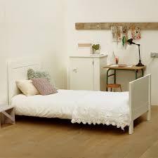 chambre enfant pin lit pin massif avec sommier 90x200 théodore classique chambre