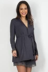 robe de chambre grossesse un vêtement de nuit robe de nuit ou pyjama ils vous assurent du
