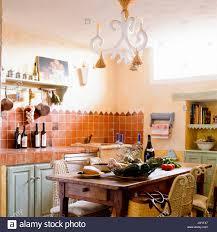 mediterrane küche und esszimmer stockfotografie alamy