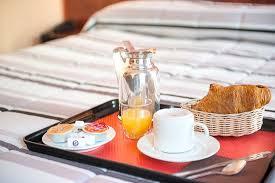 chambre ou petit dejeuner continental en chambre ou buffet en salle picture