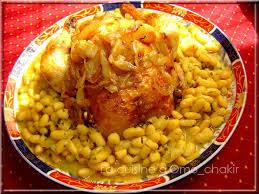 poulet parfumé rôti sur lit d haricots blancs en sauce la