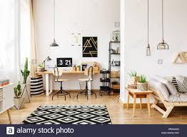 moderne zimmer im skandinavischen stil mit office