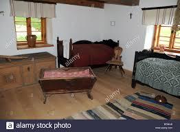 schlafzimmer in alte holzhütte masuren in polen