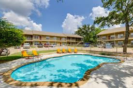 100 Oaks Residences At Holly Fluellen Hoover Multifamily