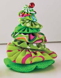 Christmas Tree Shop Portland Maine by Make A Miniature Christmas Tree Made With Yo Yos With The How Tos