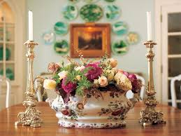 Floral Centerpieces For Dining Room Tables by Last Minute Thanksgiving Centerpieces Hgtv U0027s Decorating U0026 Design