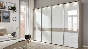 interliving schlafzimmer serie 1009 beleuchteter schwebetürenschrank weiß kieselgrau vier türen breite ca 310 cm