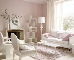 pink wallcolor wohnzimmer weiß weiße möbel wandfarbe
